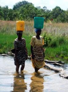 chibanga-two-women-carrying-water